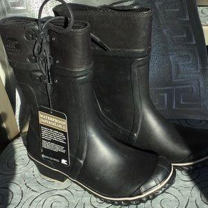Sorel NWOT woman's size 5 rain boot